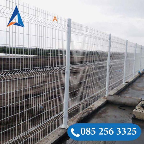 Hàng rào lưới thép hàn mạ kẽm